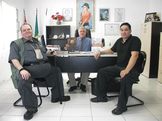 José Roberto Romeiro Abrahão, Elcio Inocente e Ricardo Nakayama, durante visita à APMDFESP