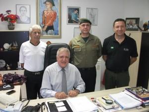 Capitão PM Newton, Elcio Inocente (presidente da APMDFESP), Celso Roberto Ventura e Ricardo Vilar na sede da entidade