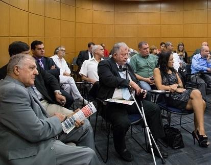 (Foto: Paulo Lopes - Sindpolf/SP) Elcio Inocente (esq.) e Romildo Pytel (centro) durante a reunião