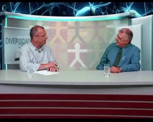 Roberto Rios entrevista Elcio Inocente durante o programa Diversidade