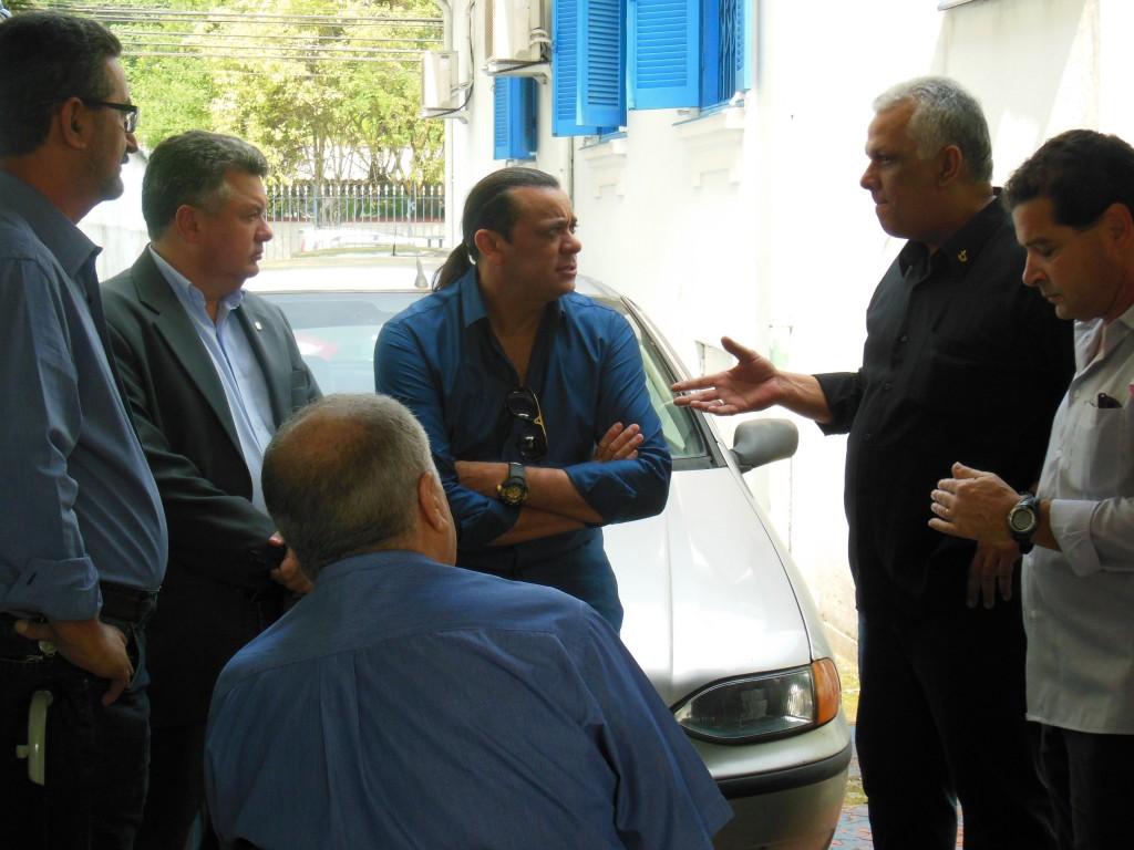 Durante a visita, o cantor conversou com os profissionais da APMDFESP Santos para saber sobre o trabalho da entidade