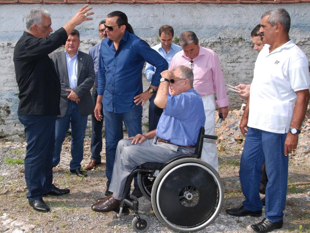 (Foto: Divulgação/ ?????) O cantor esteve na APMDFESP Santos para conhecer as instalações atuais e onde será erguido o centro de reabilitação da representação