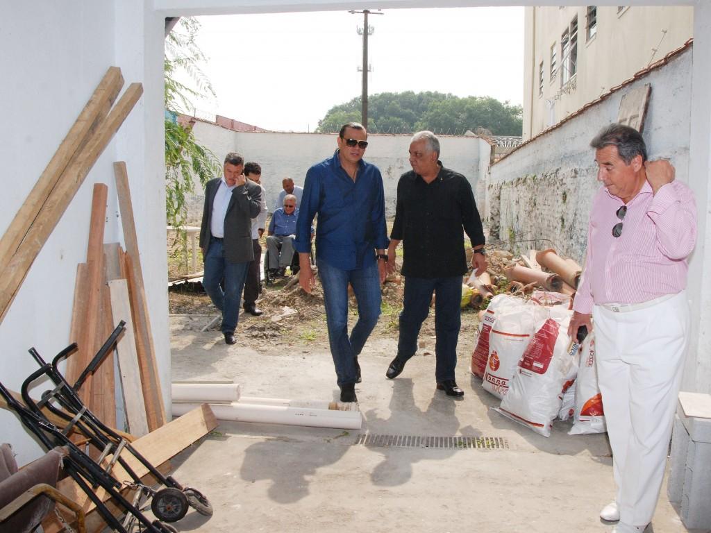 (Foto: Divulgação/José Américo Leite Machado) O cantor conheceu o espaço que abrigará o centro de reabilitação da representação em Santos