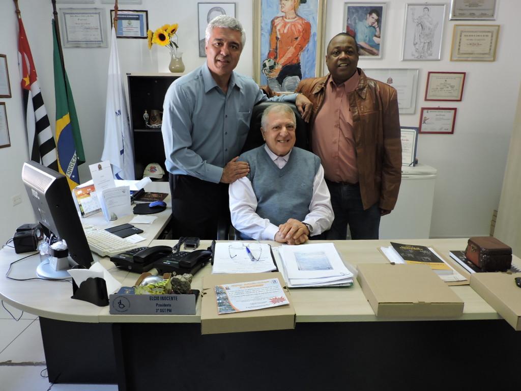 Major Olímpio, Elcio Inocente e Coronel PM Veloso, durante visita à APMDFESP