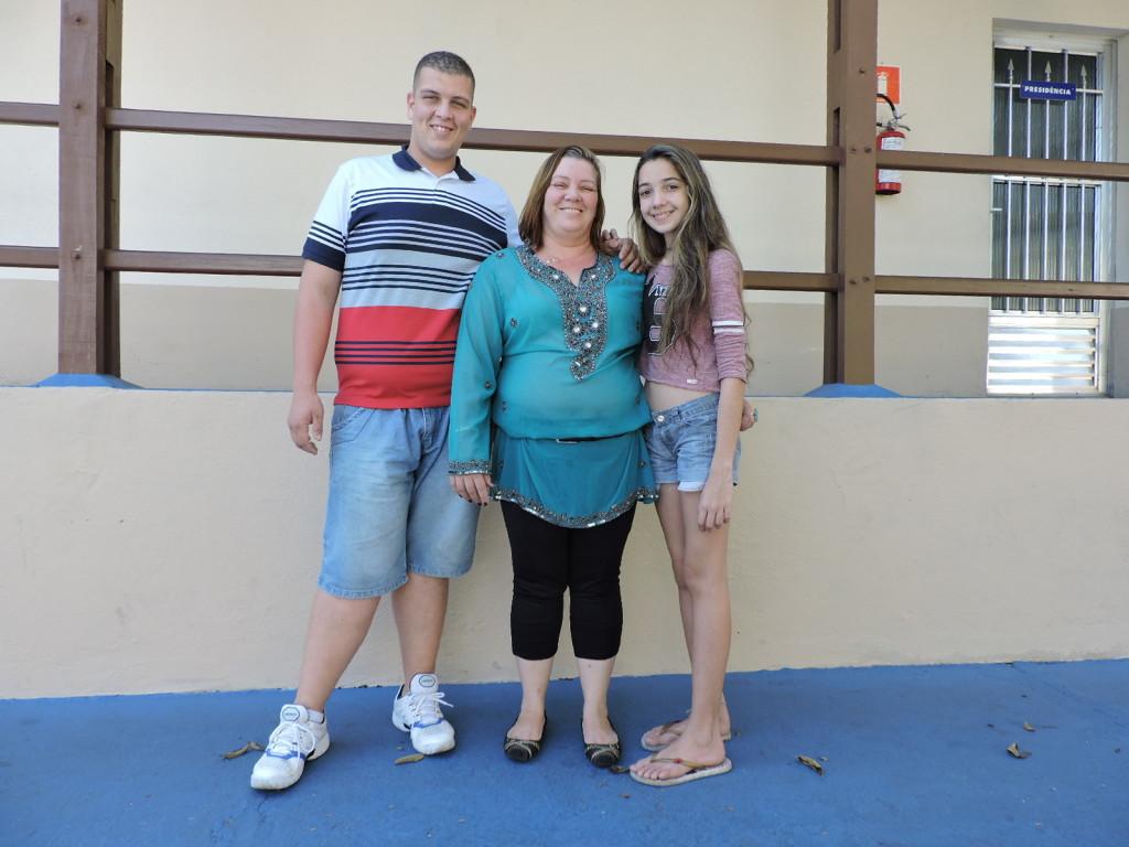 Selma com os filhos Karla e Carlos: vitória muito comemorada