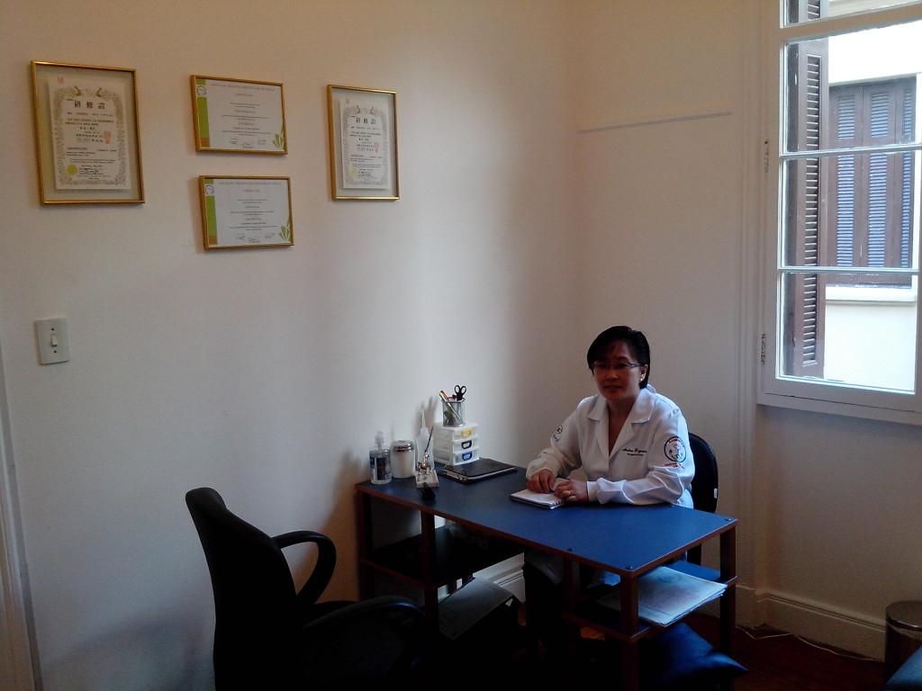 Andrea Fujiwara é acupunturista na Zona Leste