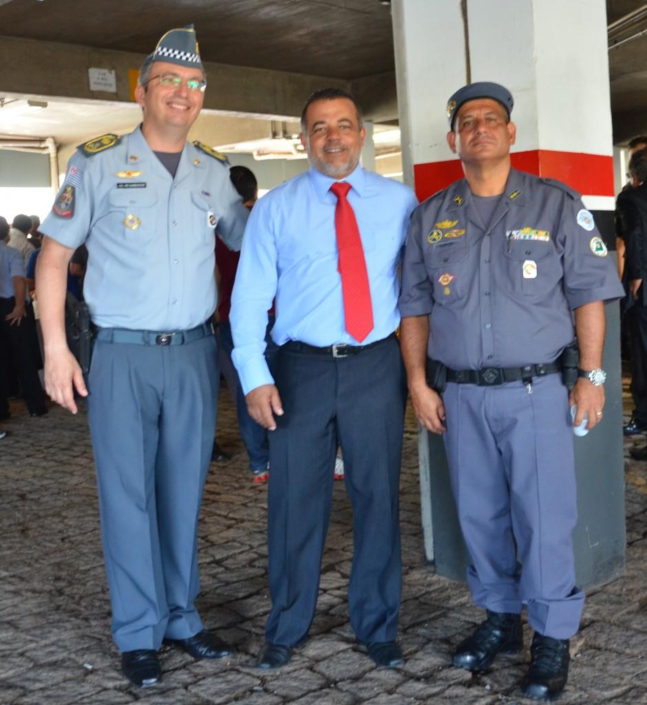 Coronel PM Gambaroni (Comandante-Geral da Polícia Militar do Estado de São Paulo), Claudemir Roque Gomes e  Tenente-Coronel PM Nelson Vicente Coelho. Comandante do 1º BAEP
