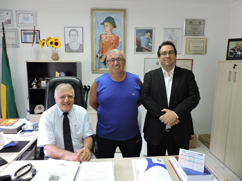 (Foto: Divulgação/APMDFESP) O associado entre elcio Inocente (presidente) e o advogado Fernando Capano