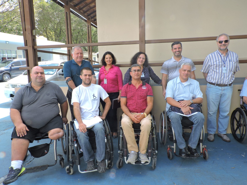 Antônio Figueiredo (vice-presidente) e Romildo Pytel (ao fundo, de camisa azul)  também acompanharam a equipe da CET que veio conhecer as instalações da associação