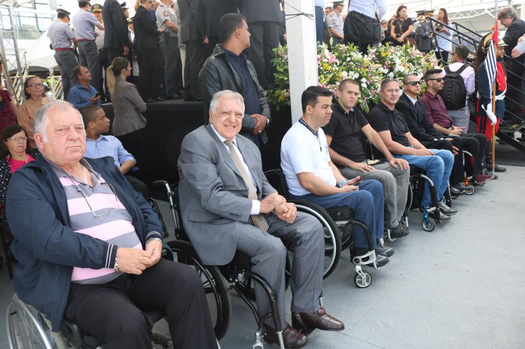 Presidente, diretores e membros da APMDFESP participaram da formatura