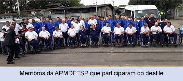 Membros da APMDFESP que participaram do desfile